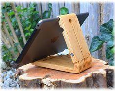 tablet zubeh r tablet halter aus eiche ipad 4 pro 9 7 air2 ein designerst ck von. Black Bedroom Furniture Sets. Home Design Ideas