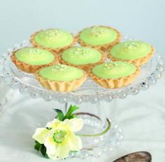 Lime-kookosbebet sopivat loistavasti keväisien juhlien kahvipöytiin. #lime #bebe