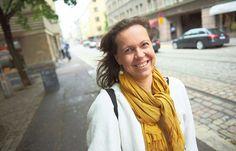 Yhteisöllisyysaktivisti Pauliina Seppälä haluaisi Suomeen italialaisia piazzoja, joissa olisi leikkiviä lapsia ja iloisia aikuisia. Mutta voiko melusta valittajista ja ankeista ihmisistä tehdä yhteisöllisiä?