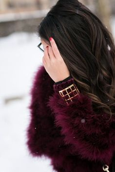 Wendy Nguyen in a fantastic feathered sweater and various other typically gorgeous things. Winter Chic, Winter Wear, Autumn Winter Fashion, Winter Style, Color Borgoña, Wendy's Lookbook, Glam And Glitter, Cut Her Hair, Sweater Layering
