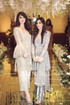 Only Sleeve design Pakistani Formal Dresses, Pakistani Wedding Outfits, Pakistani Wedding Dresses, Pakistani Dress Design, Dress Wedding, Wedding Ceremony, Dress Indian Style, Indian Dresses, Indian Outfits