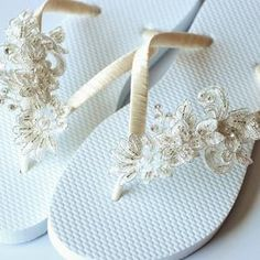 Champagne & Gold Beach Flip Flops / Bohemian Style Bridal Flip | Etsy Bride Flip Flops, Gold Flip Flops, Wedding Flip Flops, Beach Flip Flops, Beach Wedding Shoes, Gold Beach, Blue Contacts, Bridesmaid Shoes, Bohemian Style