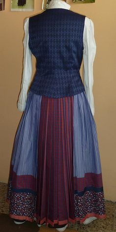 Emakumea Mujer European Dress, Fashion Story, High Neck Dress, Two Piece Skirt Set, Skirts, Dresses, Basque Country, Folklore, Baby