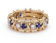 if this only came in white gold or platinum.Tiffany & Co. Schlumberger® Sixteen Stone ring with diamonds and sapphires. Tiffany Jewelry, Gold Jewelry, Jewelry Rings, Jewelry Box, Jewelery, Fine Jewelry, Jackie Kennedy, Stone Rings, Sapphire