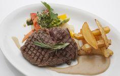 Steak frites im Restaurant Manzini Berlin