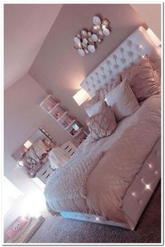 Lovely Pink Bedroom Design Ideas That Inspire You The pink bedroom looks amazing that most of us use the color for the nursery room, girl's room, and others. Read Lovely Pink Bedroom Design Ideas That Inspire You Cool Teen Bedrooms, Bedroom Decor For Teen Girls, Room Ideas Bedroom, Home Decor Bedroom, Cute Bedroom Ideas For Teens, Girls Bedroom Ideas Teenagers, Light Pink Bedrooms, Teen Rooms Girls, Nursery Room