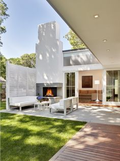 Relaxing patio at the Roaman House by Bates Masi Architects (my absolute favorites!), located in Amagansett, New York. Photos by Christopher Wesnofske; Bates Masi website here; more interior design photos here!