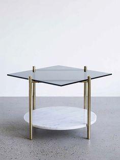 Mesa de Centro Moderna de Vidro e Mármore. Designer: Henry Wilson.