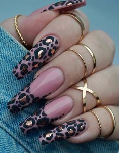 Leopard Print Nail Art Aesigns Give You Beauty Inspiration Leopard print is a pattern resembling a leopard fur pattern and is one of the most common animal print elements. Some fashion darlings use leopard print elements for nail art. Glam Nails, Dope Nails, Pink Nails, My Nails, Glitter Nails, Violet Nails, Blush Nails, Color Nails, Summer Acrylic Nails