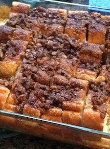 Mom's Yummy Oven Baked French Toast by Lindsay Connors Christmas breakfast What's For Breakfast, Christmas Breakfast, Breakfast Dishes, Breakfast Recipes, Christmas Brunch, Christmas Morning, Christmas Eve, Oven Baked French Toast, French Toast Bake