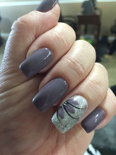 Plum gel nail color with flower design manucure ногти, маник Frensh Nails, Plum Nails, Cute Nails, Pretty Nails, Acrylic Nails, Funky Nails, Dark Nails, Grey Nail Designs, Flower Nail Designs
