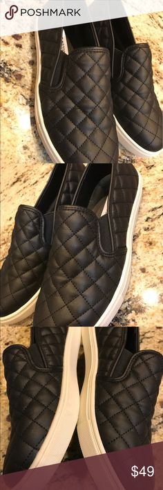 Sneaker Steve Madden Lush diamond quilting puts a fresh twist on the skater-inspired profile of a sporty slip-on.  Stay a step ahead in Steve Madden's trend-leading styles and easy-to-wear silhouettes. Inspired by rock and roll and fused with a jolt of urban edge, Madden creates products that are innovative, sometimes wild and always spot-on-chic. Synthetic upper/leather and synthetic lining/synthetic sole. By Steve Madden; imported. BP. Shoes.new with out box. FitRuns small; use1/2 size up…