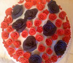 Şeker hamurundan Çikolatalı Vişneli Pasta