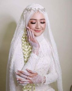 New wedding inspiration muslim Ideas Muslim Wedding Gown, Hijabi Wedding, Wedding Hijab Styles, Kebaya Wedding, Muslimah Wedding Dress, Muslim Wedding Dresses, Muslim Brides, Dream Wedding Dresses, Wedding Bride