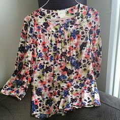Adorable and flattering top Gathers in the back so that it's a perfect balance of flowy but flattering. Excellent condition! Anthropologie Tops