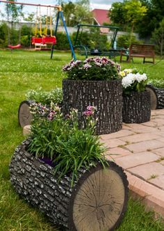 91 stunning cottage garden ideas for front yard inspiration 10 Garden Yard Ideas, Diy Garden Decor, Garden Projects, Garden Pots, Backyard Ideas, Backyard Patio, Wooden Garden Planters, Log Planter, Home Garden Design