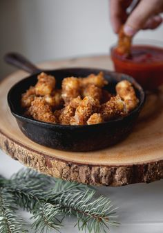 Pretzel-coated mozzarella sticks with tomato dip - Trois fois par jour Cheese Recipes, Cooking Recipes, Healthy Recipes, Pot Luck, Vegan Appetizers, Appetizer Recipes, Fingers Food, Cas, Antipasto