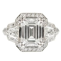 Diamond & platinum ring with 3.07 ct H-color VVS1-clarity emerald cut center stone