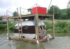 We've seen some unusual locations to pitch caravans, but this one takes the biscuit! Where's the most unusual place you've pitched your caravan/motorhome/tent for the night? Motorhome, Redneck Humor, Funny Humor, Retro Caravan, Floating House, Floating Boat, Teardrop Trailer, Teardrop Campers, Boats