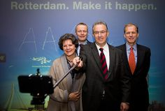#Rotterdam Major Aboutaleb and other city notables taking a selfie. #Rotterdam #makeithappen Quite a moment!