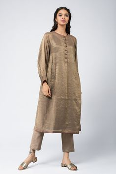 Good Earth – Stylish Sustainable Luxury Retail | Goodearth.in Pakistani Fashion Casual, Pakistani Dress Design, Pakistani Dresses, Indian Dresses, Indian Outfits, Simple Kurta Designs, Kurta Designs Women, Suit Fashion, Fashion Dresses