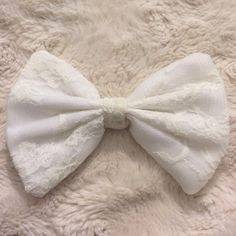 White lace bow Clip in the back. Free People Accessories