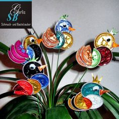 These cute little birds have besieged my flowers. Tinkered again with coffee capsules. Dosette Nespresso, Needle Tatting Patterns, Coffee Pods, Diy Bedroom Decor, Paper Art, Beaded Jewelry, Birds, How To Make, Crafts