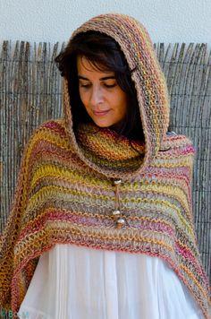 35 Ideas Crochet Shawl With Hood Love Crochet Wool, Crochet Scarves, Crochet Shawl, Crochet Clothes, Crochet Stitches, Knitting Designs, Knitting Patterns, Crochet Patterns, Diy Crafts Crochet