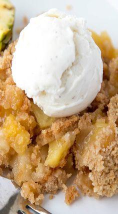 Pineapple Cobbler Best Dessert Recipes, Fun Desserts, Delicious Desserts, Yummy Food, Yummy Yummy, Pineapple Cobbler, Chocolate Cobbler, Crumble Recipe, No Sugar Foods