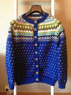 Jeg forelska meg i Nordkapp kofta i vinter da det begynte å komme bilder av den på strikkesidene rundt omkring. Jeg bare måtte ha en slik! ... Anna, Pullover, Knitting, Sweaters, Color, Dresses, Fashion, Vestidos, Moda