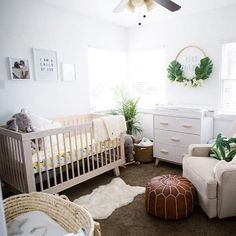 So many heart eyes for this modern boho nursery with a punch of tropics! Image by @christine_tustin