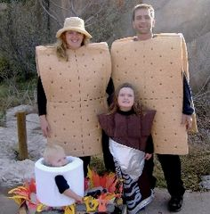DIY Halloween Costume S'mores Family: Two Graham Crackers, Chocolate Bar, Marshmallow and Fire Homemade Halloween Costumes, Theme Halloween, Halloween Costume Contest, Family Halloween Costumes, Holidays Halloween, Halloween Crafts, Happy Halloween, Halloween Clothes, Halloween Couples