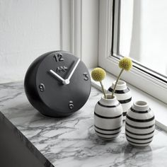 The black/white look turns this Ora table clock into a graphic useful object that goes perfectly with any room in the home. Let it adorn your windowsill, kitchen table, hallway or bedroom.