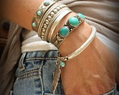 Boho Silver/Gold plated bangle Bracelet with Feather and howlite turquoise bead Native American style Tribal adjustable stackable