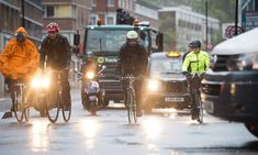 Many people stop riding to work once the weather turns bad. Cycling Outfit, Cycling Clothing, Winter Cycling, Road Transport, City Road, Commuter Bike, Outdoor Outfit, Challenges, Weather