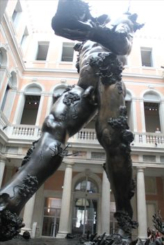 """Giant dimensions: """"Demon with bowl"""" Damien Hirst at Palazzo Grazzi #plastic_fantastic"""