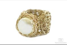 Knitting ring with pearl