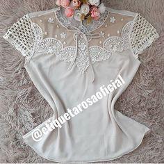 Cinza 💜 Fashion Wear, Fashion Dresses, Blouse Designs, Amanda, Casual Dresses, Vintage Fashion, Bodysuit, Neckline, Chic