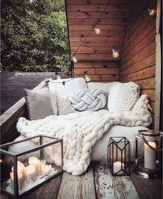 Best Rooftop Garden Decoration Ideas - Page 6 of 33 rooftop Best Rooftop Garden Decoration Ideas - Page 6 of 33 rooftop Gardening Salvaged Wood Rustic Coffee Table Apartment Balcony Decorating, Apartment Balconies, Easy Home Decor, Home Decor Bedroom, Cozy Bedroom, Bedroom Ideas, Small Balcony Decor, Patio Makeover, Rooftop Garden