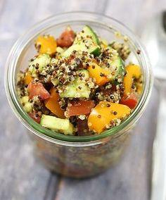 Quinoa Powersalat mit Tomaten und Avocado, ein raffiniertes Rezept aus der Kategorie Kochen. Bewertungen: 122. Durchschnitt: Ø 4,5.