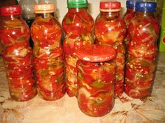 Salas peppers, red pepper, green pepper and onion Peppers And Onions, Red Peppers, Romanian Food, Canning Recipes, Saveur, Stuffed Green Peppers, Celery, Pickles, Food And Drink