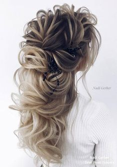17 Best Long Wedding & Prom Hairstyles by Nadi Gerber – roaa – Wedding HairStyles Prom Hairstyles For Short Hair, Side Hairstyles, My Hairstyle, Little Girl Hairstyles, Wedding Hairstyles, Short Haircuts, Female Hairstyles, Wavy Wedding Hair, Long Hair Wedding Styles