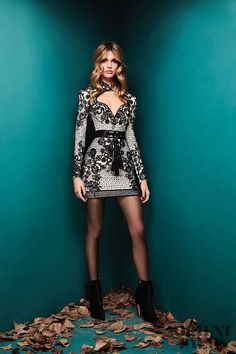 The complete zuhair murad fall 2018 ready-to-wear fashion show now on vogue runway. Fashion Week Paris, Fashion 2018, Look Fashion, Trendy Fashion, High Fashion, Fashion Dresses, Fashion Design, Haute Couture Style, Couture Mode