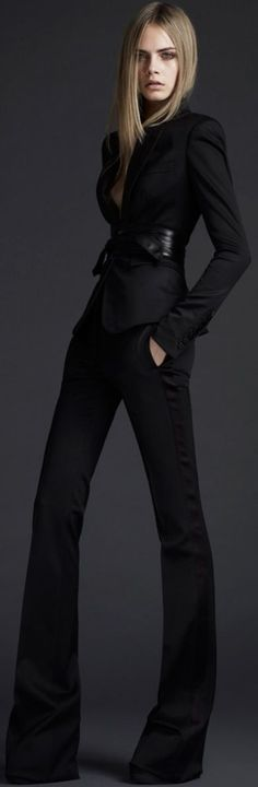 Burberry pants for legs for days.fitted open collar blazer to add the feminine, sexy touch to a sophisticated outfit! Office Fashion, Work Fashion, High Fashion, Fashion Show, Womens Fashion, Workwear Fashion, Fashion Blogs, Petite Fashion, Fashion Fashion