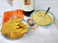 Oggi vi propongo due ricettine etniche per l'antipasto, le tortilla chips e l'hummus! Una meglio dell'altra vi confesso e faranno parte del prossimo buffet salato!