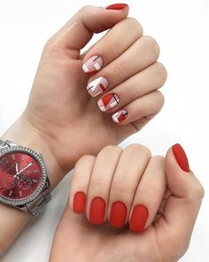 The advantage of the gel is that it allows you to enjoy your French manicure for a long time. There are four different ways to make a French manicure on gel nails. Red Gel Nails, Red Manicure, Manicure E Pedicure, Minimalist Nails, French Nails, Cute Nails, Pretty Nails, Gel Nail Art Designs, Geometric Nail