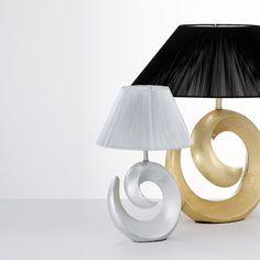 Lampade da tavolo Happy Corpo luce in resina decorato in foglia d'argento o d'oro. Paralume in lamina di PVC, rivestita da fili in tessuto argentato o nero.