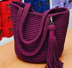 Crotchet Patterns, Knitting Patterns, Twiggy, Women Empowerment, Bucket Bag, Diy Gifts, Knit Crochet, Diy And Crafts, Quilts