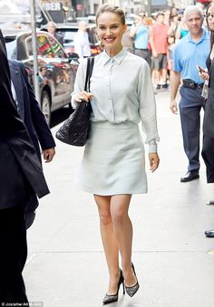 Beautiful in blue: On Monday, Natalie Portman visited ABC's Time Square Studios to tape an episode of Good Morning America Estilo Natalie Portman, Natalie Portman Mathilda, Natalie Portman Style, Divas, Black Lace Pumps, The Woman In White, Nathalie Portman, Petite Shorts, Hollywood Actresses