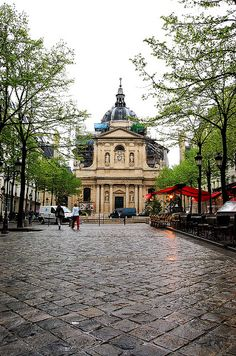 Eglise de la Sorbonne, à Paris (5e arrondissement).The Paris University of Theology was based in the Sorbonne until the French Revolution. It was in the Sorbonne that the very first book was printed in France (the Espitolarum Liber by Gasparin de Bergame, 1470). Cardinal Richelieu (1585-1642) modernized and extended the buildings; his tomb, sculpted by Girardon, is located underneath the chapel of the Sorbonne.